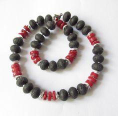 Lava-Koralle-Kette Collier schwarz-rot-silber von soschoen auf DaWanda.com