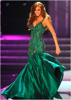 Alyssa wore green to win Miss USA. Like Alyssa, green is a popular color for women with red hair since it directly contrasts with the gown. Alyssa Campanella, Miss USA Photo: Miss USA Red Homecoming Dresses, Pageant Dresses, Dance Dresses, Dressy Dresses, Dance Outfits, Alyssa Campanella, Miss Usa, Green Evening Gowns, Evening Dresses