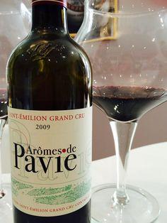 Arômes de Pavie 2009, second vin du château Pavie est superbe.Le Nez est opulent sur les fruits mûrs, la prune à l'eau de vie, le noyau de cerise, la réglisse accompagnée de notes camphrées. La bouche est volumineuse, riche et concentrée. A garder.