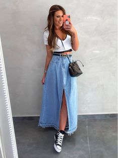 Discover recipes, home ideas, style inspiration and other ideas to try. Classy Outfits, Vintage Outfits, Casual Outfits, Cute Outfits, Denim Fashion, Look Fashion, Fashion Outfits, Long Denim Skirt Outfit
