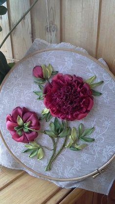 Gallery.ru / Фото #57 - Мой 4-ый онлайн МК - pskov-sveta Crewel Embroidery, Silk Ribbon Embroidery, Ribbon Embroidery Tutorial, Embroidery Needles, Embroidery Patterns, Ribbon Crafts, Diy Ribbon, Cutwork, Embroidered Flowers