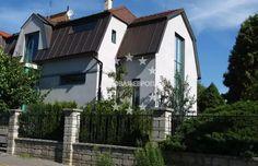 Продажа дома в Праге, район Прага 5, цена 570 000 евро http://portal-eu.ru/doma/3-komn/realty148  Мы предлагаем семейный дом в зеленом районе Праги 5 - Йинонице после реконструкции, планировкой 3+1.   Полная реконструкция была произведена в 2011 году по проекту известного архитектора. Дом расположен в жилом районе, недалеко от природного заповедника Прокопская долина, Видоула и лесопарка Цибулка.5 минут пешком до метро, 2 минуты до автобуса. Торговая галерея Бутовице в 5 минутах. До центра…