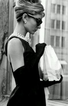 【Audrey Hepburn – A Style Icon】Audrey Hepburn's elegant style and elfin beauty are synonymous with Century Hollywood glamour. Citations Audrey Hepburn, Audrey Hepburn Quotes, Holly Golightly, Vintage Beauty, Vintage Hair, Divas, Audrey Hepburn Outfit, Audrey Hepburn Breakfast At Tiffanys, Breakfast In Tiffany