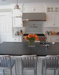 Soapstone is a gorgeous and perfect accent in white kitchens. The soft grey and soft texture of Soapstone goes so well with white cabinets and the white marbles, like Carrara. Kitchen Redo, New Kitchen, Kitchen Design, Kitchen Ideas, Kitchen Inspiration, Kitchen Tile, Kitchen Layout, Diy Design, Kitchens
