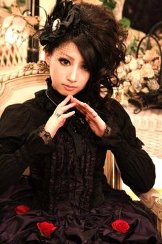 Gothic lolita. Her hair<3
