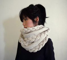 Organic Merino Wool Cable Knit Infinity Scarf Chunky por IRISMINT, $190.00