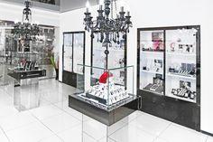 New jewerly store interior design dreams Ideas Jewelry Store Design, Jewelry Stores, Jewellery Shops, Store Interiors, Rustic Centerpieces, Branding, Interior Decorating, Interior Design, Light Crafts