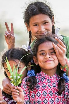 Smile & Sunshine - Portrait of three Nepalese girls in Bhaktapur, UNESCO World Heritage Site on the east corner of the Kathmandu Valley, Bagmati, Nepal Kids Around The World, We Are The World, People Around The World, Wonders Of The World, Around The Worlds, Beautiful Children, Beautiful People, Many Faces, Smile Face