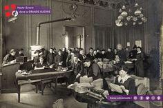 """""""Les solidarités"""" : dames de l'ouvroir autour de Joseph Blanc, maire d'Annecy, occupées à la fabrication et à l'expédition de calots. Cliché Caboud/1916 #centenaire1418"""