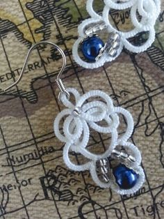 The blue pearl int he bottom is what totally makes these earrings go from beautiful to absolutely gorgeous.
