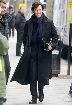 Benedict Cumberbatch with Martin Freeman on the set of Sherlock in London Benedict Sherlock, Sherlock Holmes Bbc, Shinee Sherlock, Sherlock Holmes Wallpaper, Sherlock Holmes Dibujos, Sherlock Holmes Benedict Cumberbatch, Sherlock Moriarty, Sherlock Season, Watch Sherlock