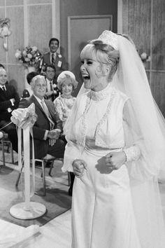I Dream of Jeannie Wedding - Back in 1969, Jeannie & Tony finally got married on I Dream of Jeannie.
