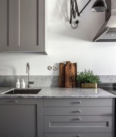 The kitchen that is top-notch white kitchen , modern kitchen , kitchen design ideas! Interior Design Videos, Home Interior, Kitchen Interior, New Kitchen, Interior Design Living Room, Kitchen Dining, Kitchen Decor, Kitchen Cabinets, Interior Livingroom