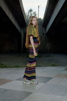 See all the Collection photos from Helen Lawrence Spring/Summer 2017 Ready-To-Wear now on British Vogue Tie Dye Skirt, Ready To Wear, Vogue, Spring Summer, Street Style, Summer Dresses, Knitting, Skirts, Model
