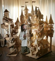 Amazing tree house castle dollhouse...(this is very inspirational for drawing also)