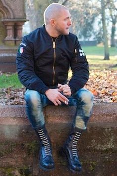 serious hard no limit fun: Photo Mode Skinhead, Skinhead Men, Skinhead Boots, Skinhead Fashion, Skinhead Style, Handsome Men Quotes, Handsome Arab Men, Strong Woman Tattoos, Attitude