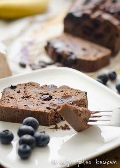 Paleo chocolade bananenbrood met blauwe bessen Autoimmune Paleo, Happy Foods, Suikervrije Cakes, Superfoods, Food Inspiration, Sugar Free, Blueberry, Low Carb, Tasty