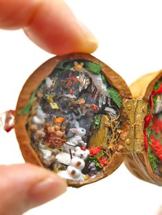 Christmas Walnut Shell by Apricot Jam Miniature Crafts, Miniature Houses, Miniature Dolls, Acorn Crafts, Fun Crafts, Diy And Crafts, Walnut Shell Crafts, Minis, Shell Decorations