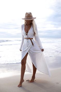 More than bohemian style dresses, unique stylish essential pieces that every boho style lovers needs. Try these fabulous bohemian outfits with gorgeous prints and striking colours, and you will be ready to celebrate in relaxed, yet beautiful, style Look Fashion, Fashion Outfits, Womens Fashion, Fashion Tips, Fashion Trends, Ladies Fashion, Beach Fashion, Fashion Hacks, Fashion Images