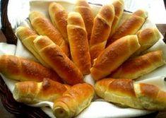 Domáce pečivo je vždy najlepšie. Pokiaľ si ho upečiete v pohodlí domova, máte vždy istotu a prehľad v použitých surovinách. Vďaka týmto receptom si už rožky nemusíte kupovať. Sandwich Recipes, Bread Recipes, My Favorite Food, Favorite Recipes, Slovak Recipes, Bread And Pastries, Bread Rolls, Croissant, Baguette