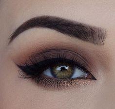 perfect eyebrows and brown smokey makeup! love this eye makeup!