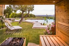 Urlaub an der Weinstraße: Golden Hill Country Chalets & Suites Golden Hill, Porch Swing, Outdoor Furniture, Outdoor Decor, Sun Lounger, Country, Austria, Hotels, Home Decor