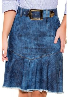 Most ways to put on a denim skirt will depend on ones own trend, though this straightforward chic style. Denim Skirt Outfit Summer, Denim Skirt Outfits, Jeans Dress, Lengthen Dress, How To Patch Jeans, Man Skirt, Jeans Rock, Recycled Denim, Casual Skirts