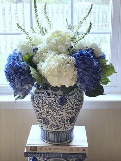 Beautiful blue & white floral arrangement in a ginger jar. 💙