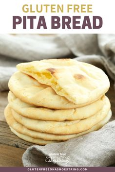 This soft and tender gluten free pita bread is also yeast free, so there's no rising time. Store-bought gluten free flatbreads simply can't compare! This recipe is great for healthy lunch sandwiches, on the go meals, or a snack of homemade pita chips Pain Pita Sans Gluten, Gluten Free Pita Bread, Pains Sans Gluten, Gluten Free Flatbread, Flatbread Recipes, Gluten Free Diet, Foods With Gluten, Gluten Free Cooking, Keto Bread