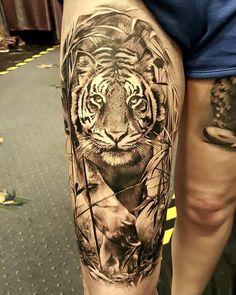 Tatouage Réaliste by Luke Sayer Tiger Tattoo Thigh, Tiger Tattoo Sleeve, Big Cat Tattoo, Tiger Tattoo Design, Sleeve Tattoos, Tattoo Designs, Eagle Tattoos, Leg Tattoos, Body Art Tattoos