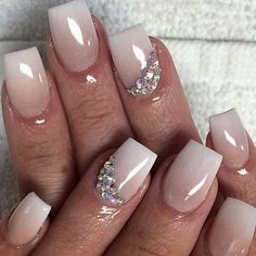 How beautiful are these bridal nails? We love it, as you with beautiful … - Nail Art Design Wedding Day Nails, Wedding Nails Design, Bride Nails, Prom Nails, 3d Nails, Coffin Nails, Cute Summer Nails, Cute Nails, Nail Art Designs