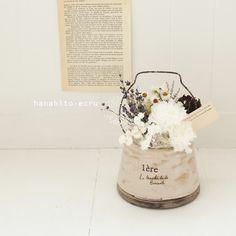 les jours錆びたような取っ手のついたアンティークな風合いのポットにプリザーブドやドライフラワーをふんわりと入れました庭で摘んだ花をいけたような自然な雰...|ハンドメイド、手作り、手仕事品の通販・販売・購入ならCreema。 Dried Flower Bouquet, Flower Vases, How To Preserve Flowers, Green Flowers, Artificial Flowers, Creema, Flower Designs, Floral Arrangements, Decoupage