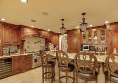 Amazing interior and exterior photos, description, maps and videos of Teresa Guidice of Real Housewives of New Jersey's House located at 6 Indian Lane Towaco New Jersey. Mansion Homes has famous mansions, best celebrity homes and most expensive houses. Luxury Kitchen Design, Luxury Kitchens, Home Kitchens, Dream Kitchens, Kitchen Dubai, Mansion Kitchen, Teresa Giudice, Celebrity Houses, Celebrity Kitchens