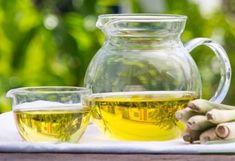 Jitrocel: Bylina, která účinně léčí onemocnění dýchacích cest - www. Lemongrass Essential Oil Uses, Lemongrass Tea, Essential Oils, Mint Oil, Dr Axe, Relaxer, Oil Benefits, Natural Deodorant, Muscle Pain