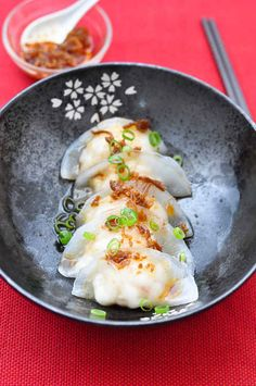 How to Cure a Dumpling Addiction: Crystal Prawn Dumplings (Har-Gow) with XO Sauce – Trissalicious Prawn Dumplings, Chinese Dumplings, Dumpling Recipe, Tapas, Seafood Recipes, Cooking Recipes, Asian Recipes, Healthy Recipes, Chinese Recipes