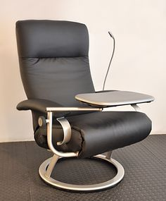 Condo Living Room, Living Room Chairs, Living Room Decor, Modern Sofa, Modern Furniture, Furniture Design, Funky Chairs, Metal Chairs, Reclining Office Chair