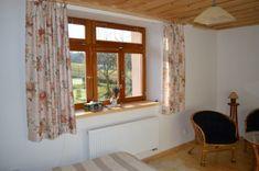 interiér chalupy - dřevěná okna, stropy, podlahy
