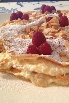Fried Wafer Tart Cake with Almonds and Raspberries Turkish Recipes, Indian Food Recipes, Sweet Desserts, Dessert Recipes, Torte Cake, Arabic Food, Sweet And Salty, International Recipes, Pasta