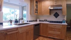 Here's a kitchen design that demonstrates how easily accessible your kitchen essentials can be with Dropout Cabinet Fixtures's functional cabinet components integrated into your cabinetry Everything is at your fingertips! is part of Kitchen - Kitchen Room Design, Kitchen Cabinet Design, Kitchen Cabinetry, Kitchen Sets, Home Decor Kitchen, Interior Design Kitchen, Kitchen Furniture, Home Kitchens, Kitchen Appliances