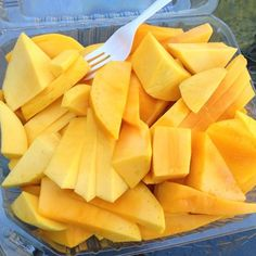 fresh mango slices