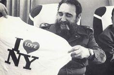 Fidel después de asistir en Nueva York a una asamblea de la ONU, en el avión de regreso a Cuba, 1979.