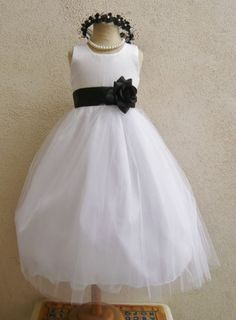 Flower girl dress in ivory with ivory sash - ordered!