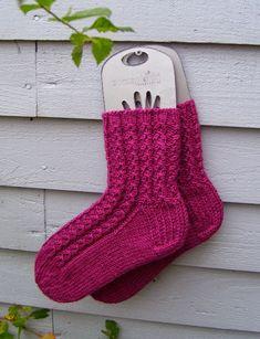 Warm Socks, Marimekko, Knitting Socks, Diy, Crafts, Tricot, Gloves, Socks, Tights