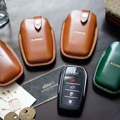 Buttero leather toyota fortuner car key case with name stamping service.(made to order) Thank you for your support. Belt Key Holder, Key Case, Car Keys, Vegetable Tanned Leather, Leather Working, Leather Craft, Stamping, Toyota, Diy And Crafts