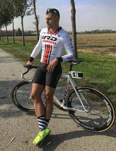 Bi_cyclistnetn On Kik Cycling Wear, Road Cycling, Lycra Men, Marathon Runners, Men In Uniform, Sport Bikes, Men Looks, Hot Guys, Bicycle