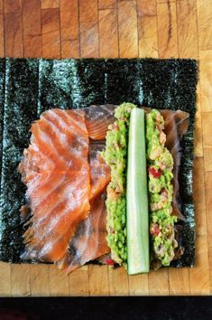 Wraps van nori met zalm, avocado, tomaat en garnaal | Pascale Naessens Sushi Wrap, Nori Wrap, Sushi Recipes, Vegetable Recipes, Paleo Recipes, Lunch Snacks, Healthy Snacks, Healthy Eating