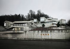 Residential Houses on the Hungerberg by Andreas Fuhrimann Gabrielle Hächler Architekten - 谷德设计网 Pixel, Brutalist, Berg, Contemporary Architecture, Landscape Design, Images, Urban, Mansions, Arquitetura