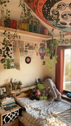 Indie Room Decor, Cute Room Decor, Aesthetic Room Decor, Indie Living Room, Study Room Decor, Bohemian Bedroom Decor, Hippie Bedrooms, Bohemian Room, Room Design Bedroom