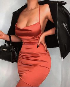 """Him: """"I like girls with satin dresses. Dressy Outfits, Cute Outfits, Satin Dresses, Formal Dresses, Shotting Photo, Actrices Sexy, Party Fashion, The Dress, Everyday Outfits"""