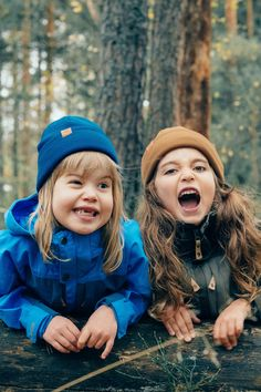 Funny girls kids having fun in the forest. Blue and brown wool beanie outfits for kids. Hipster hiking look for kids. Beanie Outfit, Hipster Kid, Kids Outfits, Cute Outfits, Kids Beanies, Hiking With Kids, Funny Girls, Outdoor Clothing, Outdoor Outfit